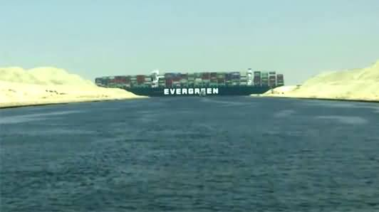 400 Meter Long Giant Cargo Ship Stuck in Egypt's Suez Canal, Blocked The Route