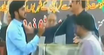 A Young Guy Reaches on Stage And Interrupts CM Sindh Murad Ali Shah's Speech