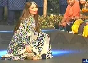 Reema's heel broken while doing Cat Walk in Lahore fashion show
