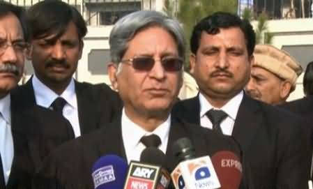 Aitzaz Ahsan Praises Imran Khan's Action to Get His Workers Released From Police Custody