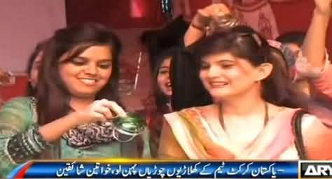 Angry Pakistani Girls Blast Pakistani Cricketers and Offer Bangles to Them