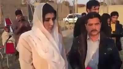 Ayesha Gulalai gets a SHUT UP call on her face at the residence of Asma in Mardan when she tried to provoke the people against KPK Govt