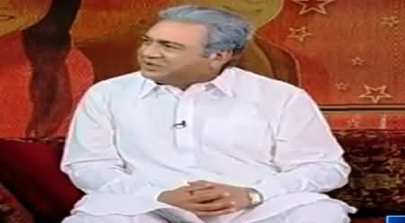 Azizi Performing As Shah Mehmood Qureshi's Dummy & Talking with A PMLN Supporter