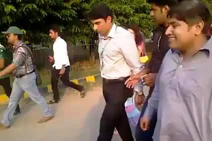 Exclusive Video of Misbah-ul-Haq Walking with Common People Without Any Security