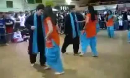 GC University Faisalabad Girls Dance With Boys in University Dance Party