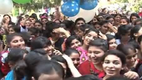 Girls Chanting Go Nawaz Go Slogans At Ceremony in Kinnaird College Lahore