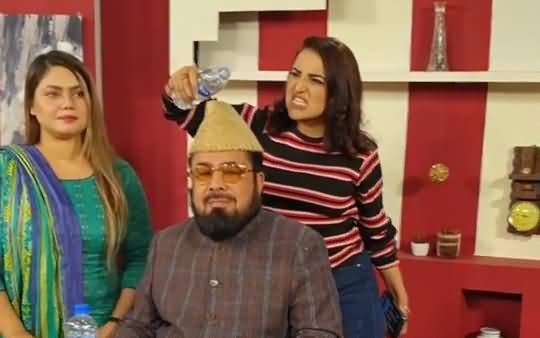 Hareem Shah Releases Another Video Having Fun With Mufti Abdul Qavi