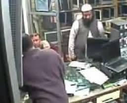 حضرت مولانا صاحب کا چوری کا سٹائل تو دیکھیں ۔ بڑے بڑے چور وں کوپیچھے چھوڑ دیا۔