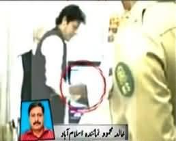 Imran Khan and Maulana Fazal ur Rehman Shaking Hands in APC - Amazing Moment