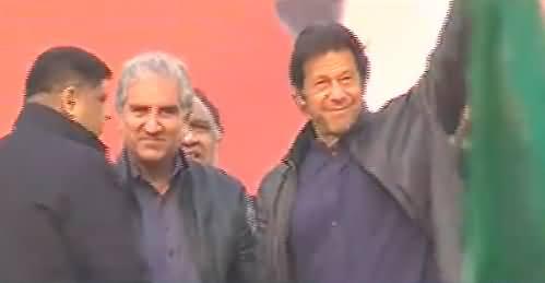 Imran Khan Arrives on Stage at Kasur Jalsa, Will Address Shortly