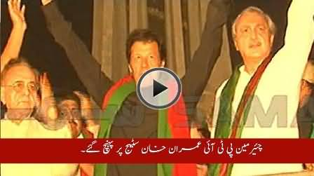 Imran Khan Once Again Narrow Escaped From Falling on Stage, Watch Video