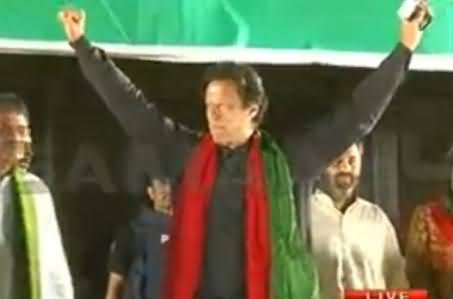Imran Khan Reached in Gujrat Jalsa Gah, Charged Crowd Welcome Him