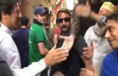 Imran Khan strolling in narrow streets of Hyderabad today. Look at the passion of people & residents there