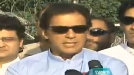 Imran Khan Telling About His Secret Weapon While Talking to Media