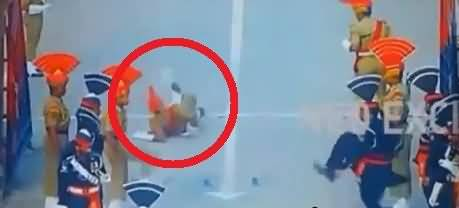 Indian soldier fell down at wagah border During Parade