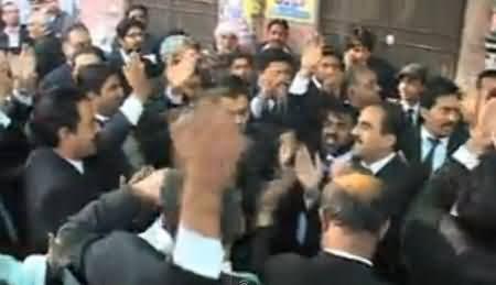 Lawyers Protest Against Police in Lahore For Registering Cases Against Lawyers