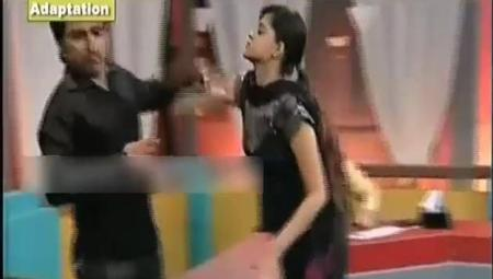 New Stund of Maya Khan Show: Girl Beats the Boy with Slaps in Live Show