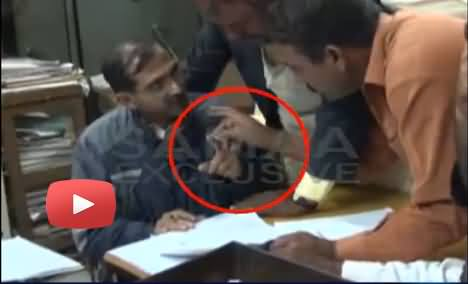 Officer caught on camera in Bahawalpur talking bribe from candidates for voter lists