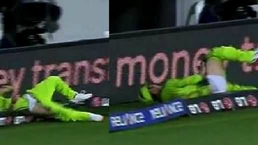 Oops Moment For Yasir Shah: He Lost His Trouser While Saving Boundary