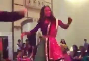 Pakistani Actress Maya Ali Dancing At Wajhi's Mehndi, Leaked Video