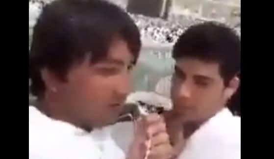 Pathan Bhai Khana Kaaba Ke Samne Nawaz Sharif Ko Bad-Duayein Dete Huwe
