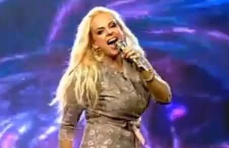 Pehle Hum Pakistani Hain - American Singer Heather Schmid Singing Urdu Song