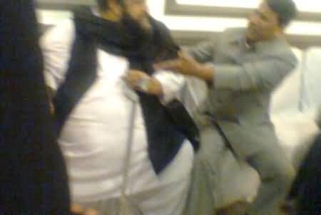 Physical Fight Between Allama Tahir Ashrafi & Khalid Aftab Sulehri During APC