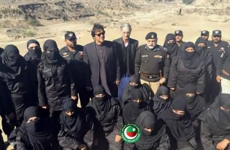 Pictures of Imran Khan With Female Troopers KPK Police During His Visit to Naushera