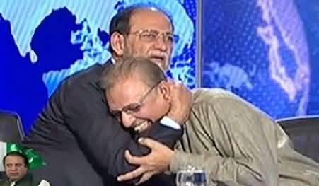 PMLN Sheikh Rohail Asghar Hugs PTI Dr. Arif Alvi in a Live Show