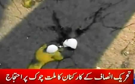 PMLN Workers Throwing Eggs and Tomatoes on PTI Workers At Millat Chowk Faisalabad
