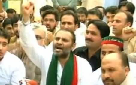 PTI MPA Javed Nasim Chanting Go Khattak Go Slogans in Peshawar