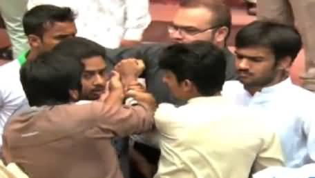 PTI Workers Started Fighting in A Ceremony in Aiwan-e-Iqbal, Lahore