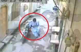 Rawalpindi: CCTV Video of the Person Who Shot Dead by the Motor Bike Thieves While Resisting