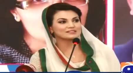 Reham Khan Giving the Tips For A Successful Marriage to Woman in Lighter Mood