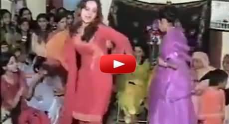 Saba Qamar Private Dance Video in a Wedding Party - A Rare Video