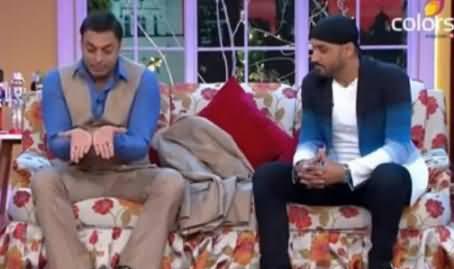 Shoaib Akhtar Making Fun of Umar Akmal's Catch Dropping Style