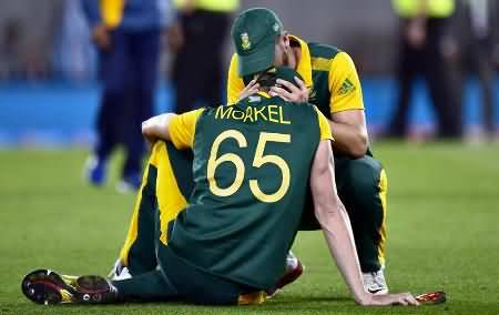 South African Captain De Villiers & Morkel Bursts into Tears After Losing Semi Final Against NZ