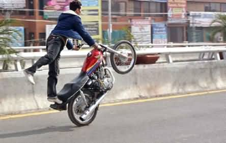 Twenty Years Old Boy Died While Doing One Wheeling in Lahore