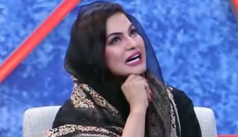 Veena Malik Doing Parody of Reham Khan on Her Book Against Imran Khan