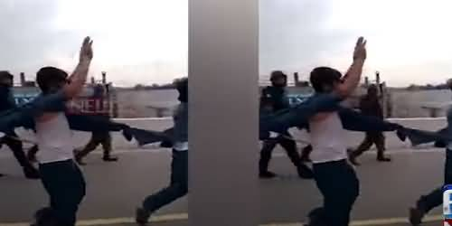 Viral Video - Police Ne Metro Bus Band Karny Waly Muzahireen Ki Hath Utha Kar Parade Karwa Di