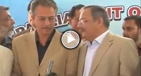 Waseem Akhtar Shameful Words Caught By Mic While Saying in The Ear of Haider Abbas Rizwi