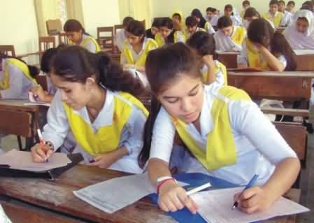 Watch How Girls Openly Cheating in Exams in Larkana School, Must Watch