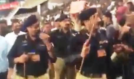 Watch How Stupid Audience Giving Respect to Corrupt Punjab Police During Match In Gaddafi Stadium