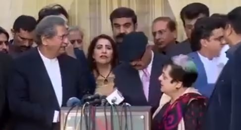 Watch Leaked Video of PTI Press Conference, A Man Begging Time For PTI MNAs