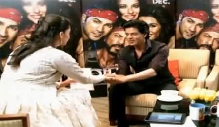 Watch What Shahrukh Khan Doing with Sanam Jang in Live Show