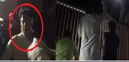 What Imran Khan Saying To Protesters Outside Bani Gala?