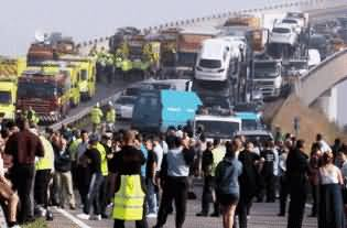 Worst Traffic Accident in the History of London UK - 200 Peopel Injured, 130 Vehicles Crashed