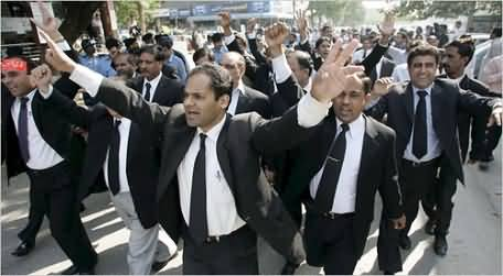 Wukla Gardi: Lawyers Beats A Young Man and an FIA Officer in Lahore High Court